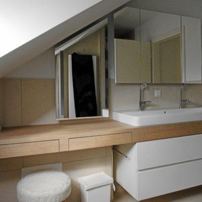 Badezimmer – Doppelwaschtisch unter Dachschräge