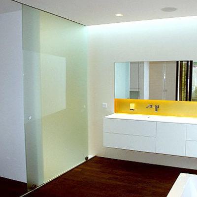 Badezimmer – mit gelber Blende